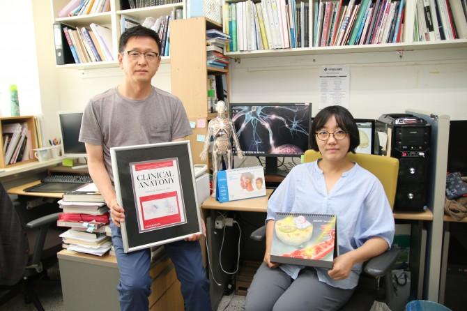 메드아트(Medart)의 윤관현 대표(왼쪽)와 김현주 작가(오른쪽). - 변지민 기자 제공